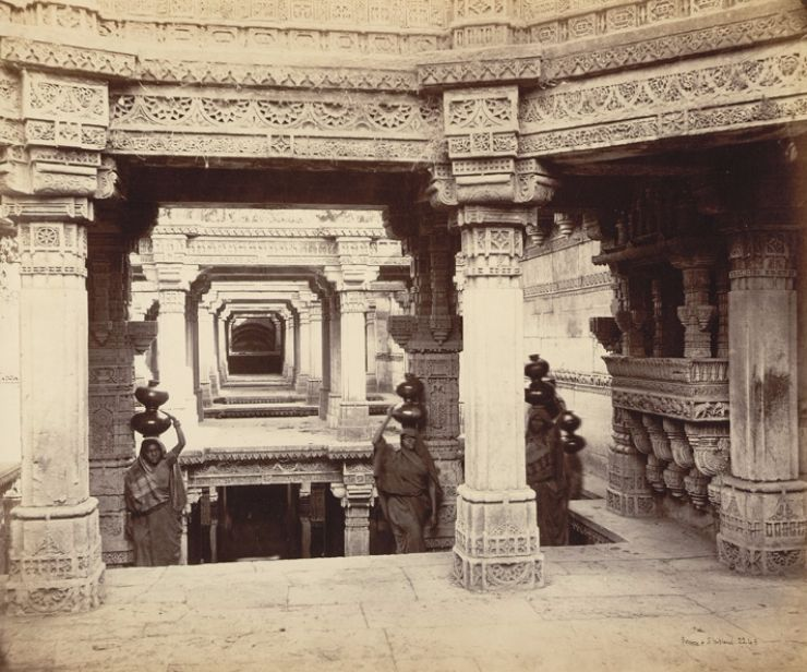 Women, water at the Adalaj stepwell. James Burgess' 'Photographs of Architecture and Scenery in Gujarat and Rajputana', Colin Murray, vaav, vaavdi, wells, indian ancient well architecture, historical, heritage