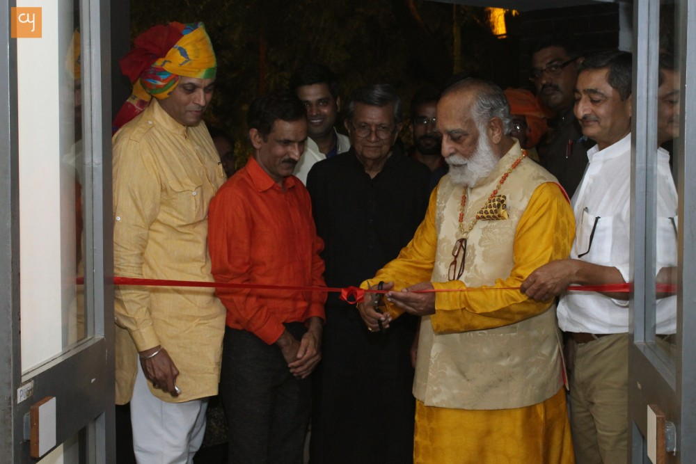 Shri Arvind Singh Mewar at inaguration of Om Prakash Bijoliya's Painitng Exhibition