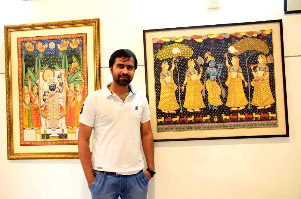 kuldeepak-soni-exhibited-his-contemporary-take-on-pichwais-paintings-portraying-lord-krishna