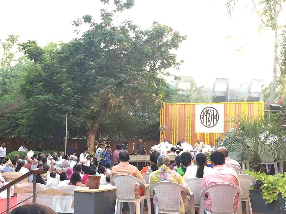 Mahabharata Mahakavya, Navjivan Trust, Mukul Trust, Dr Gunvant Shah, Morari Bapu