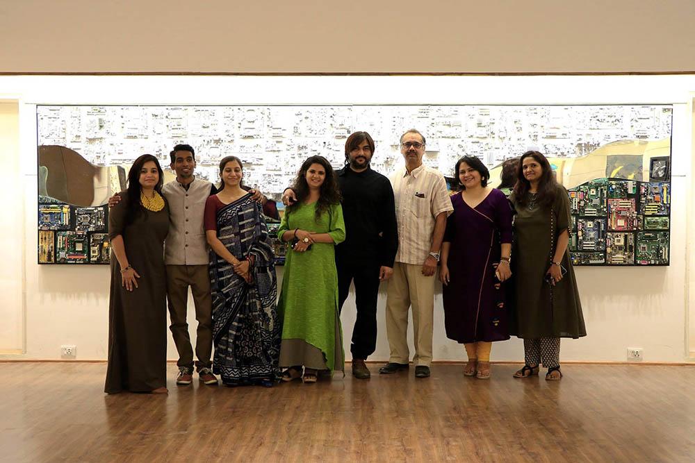 the-art-show-by-satya-art-gallery-navajivan-trust-Group Photo of Artists