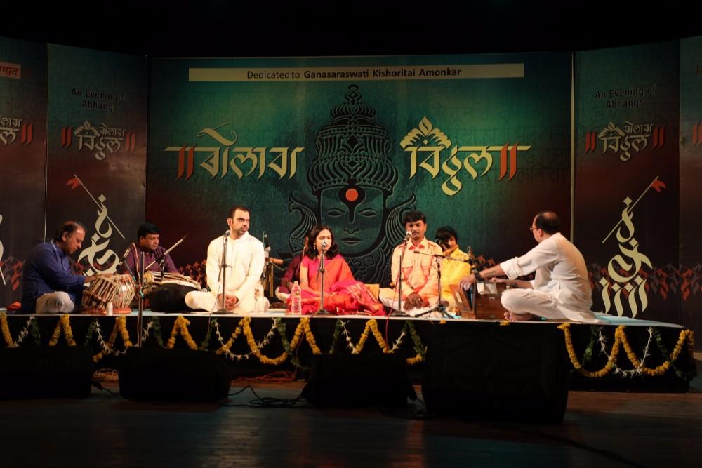 rahul-deshpande-sawani-shende-and-jayateerth-mevundi-performed-at-thematic-concert-titled-bolava-vitthal-held-at-tagore-hall-ahmedabad