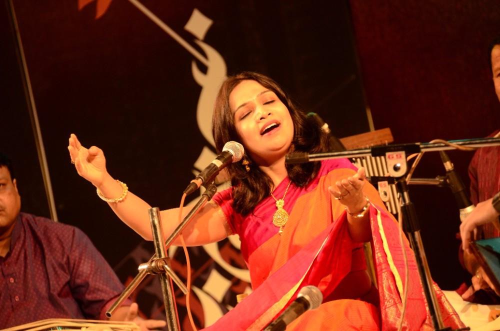 sawani-shende-mesmerised-the-audience-with-her-tribute-to-kishoritai