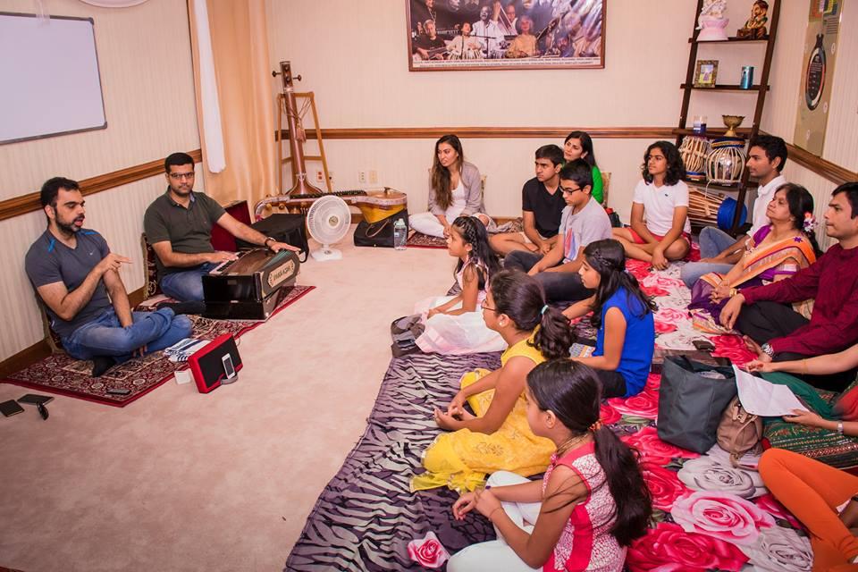 rahul-deshpande-at-aarohan-music-school
