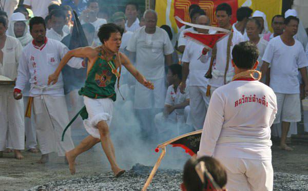 phuket-vegetarian-festival-fire-walk