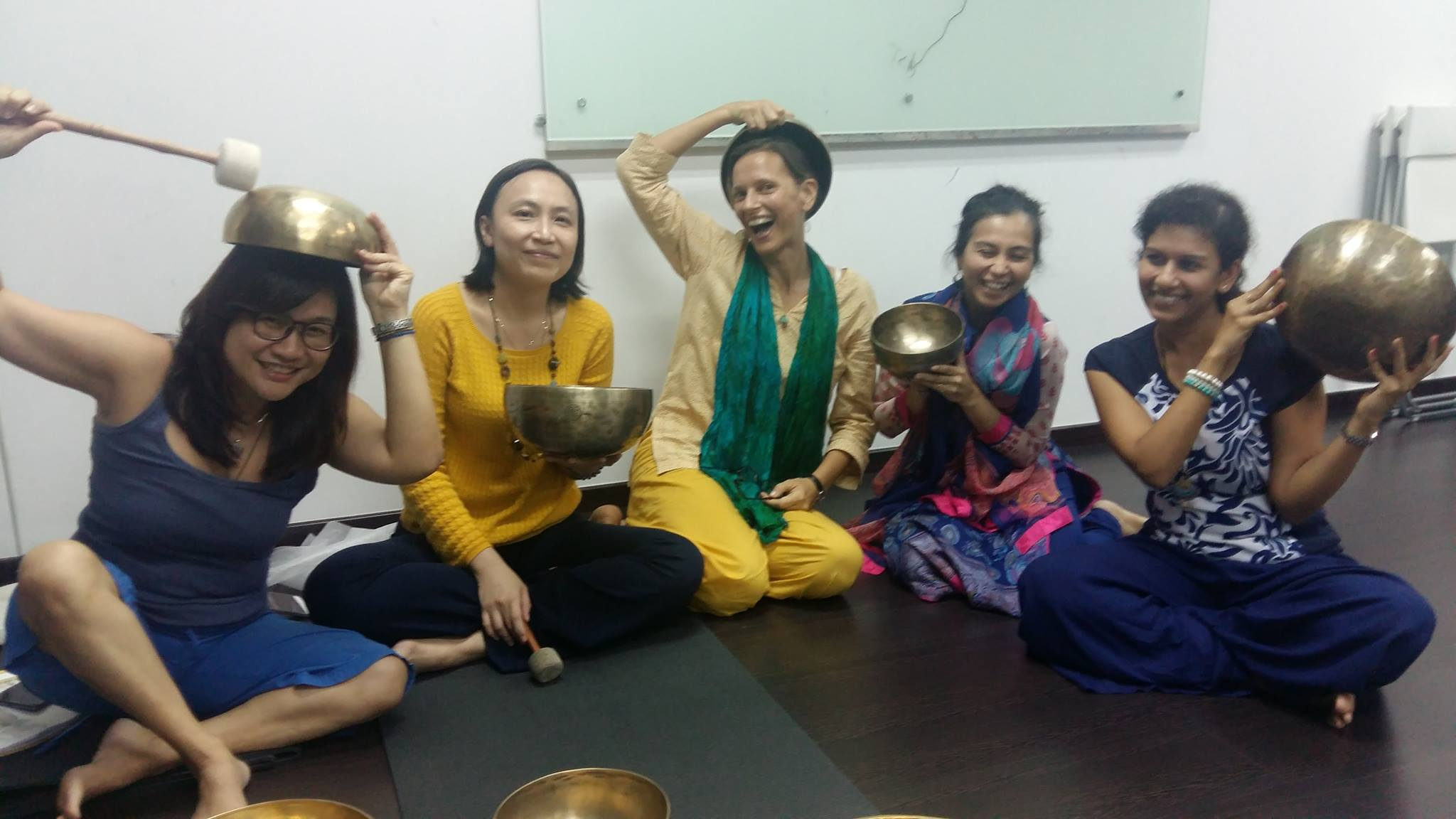 https://creativeyatra.com/wp-content/uploads/2017/10/Sound-Practitioner-Certification-with-Singing-Bowls-Ahmedabad.jpg