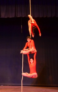 kids-performing-rope-malkhambh-during-unveiling-theratre-otganised-by-footlights-3