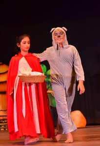 kids-performing-in-red-ridng-hood-drama-during-unveiling-theatre-organised-by-footlights