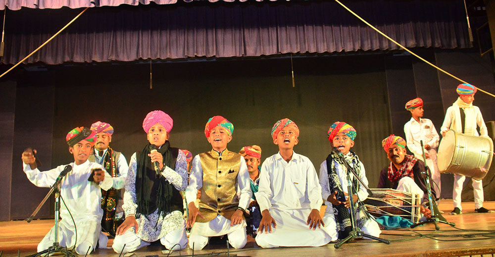 lagnas-a-rajasthani-folk-singing-performed-during-unveiling-theatre-organised-by-footlights-2