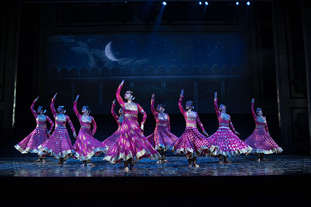 the-kathak-dancers-of-mughal-e-azam-the-musical