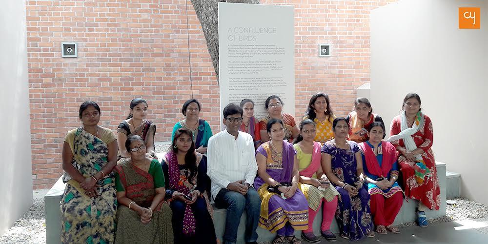 https://creativeyatra.com/wp-content/uploads/2019/03/Asif-Shaikh-with-Artisans-Arvind-Indigo-KL-Museum.jpg