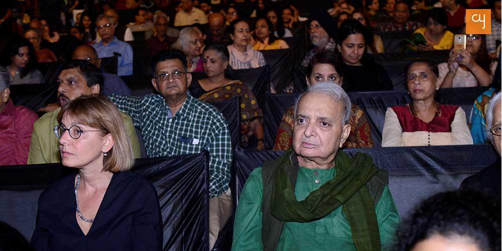 The Audience at Adalaj Ni Vav